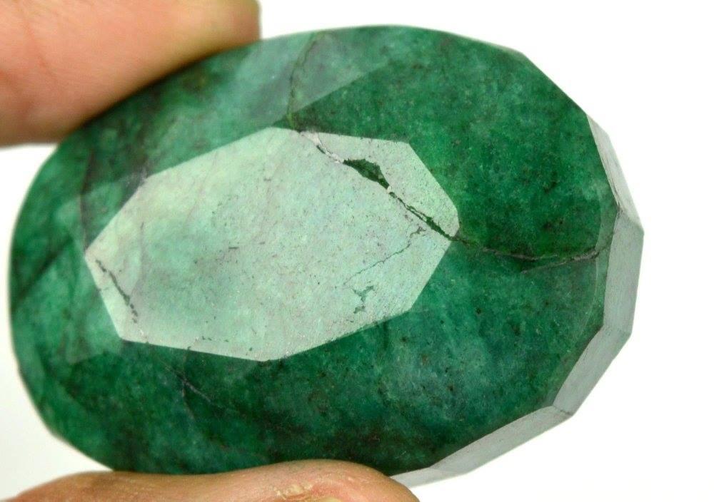 אבן חן: אמרלד מלוטש לשיבוץ 260 קרט