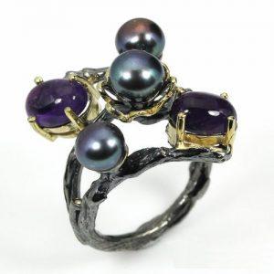 טבעת בשיבוץ פנינים שחורות ואמטיסט עבודת יד כסף ציפוי זהב ורודיום שחור