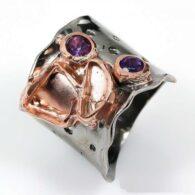טבעת בשיבוץ אמטיסט עבודת יד כסף ציפוי זהב ורודיום שחור