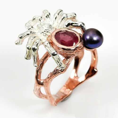 טבעת בשיבוץ רובי ופנינה שחורה עבודת יד כסף וציפוי זהב