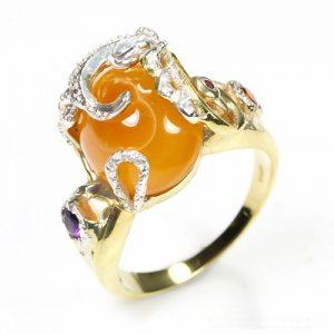 טבעת עבודת יד כסף 925 וציפוי זהב בשיבוץ אבן מרכזית אגט (אפריקה) ואבני אמטיסט וגרנט מידה: 8.5 הטבעת: 40.1 קרט