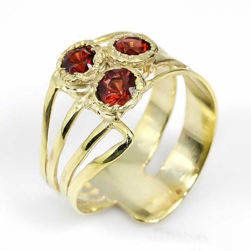 טבעת עבודת יד כסף 925 וציפוי זהב בשיבוץ אבני גרנט (אפריקה) מידה: 9 הטבעת: 22.2 קרט...