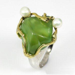 טבעת עבודת יד כסף 925 ציפוי זהב ורודיום שחור בשיבוץ אבן פרינהייט (אפריקה) ופנינים לבנות מידה: 9.25 הטבעת: 73.9 קרט