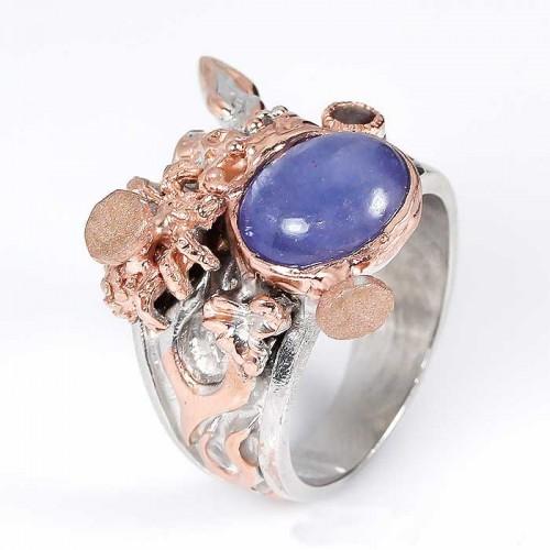 טבעת עבודת יד כסף 925 וציפוי זהב בשיבוץ אבני טנזנייט (טנזניה) ואמרלד מידה: 10.25 הטבעת: 75.1 קרט