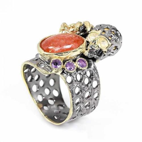 טבעת עבודת יד כסף 925 ציפוי זהב ורודיום שחור בשיבוץ אבני סנסטון (אפריקה)ואמטיסט מידה: 8.5 הטבעת: 71.9 קרט