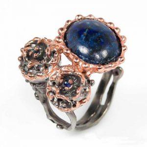 טבעת עבודת יד כסף 925 ציפוי זהב ורודיום שחור בשיבוץ אבני לאפיס לג'ולי וספיר (אפריקה) מידה: 8 הטבעת: 62.6 קרט