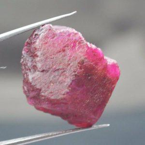 אבן חן: בריל גלם ורוד לליטוש (מדגסקר) 62.10 קרט