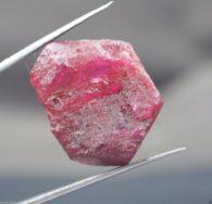 אבן חן: בריל גלם ורוד לליטוש (מדגסקר) 52.20 קרט
