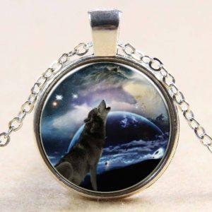 תליון ושרשרת מוכסף בשיבוץ תמונה כלב מיילל לאור ירח