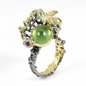 טבעת עבודת יד כסף 925 ציפוי זהב ורודיום שחור בשיבוץ אבני פרינהייט ואמטיסט (אפריקה) מידה: 8 הטבעת: 66.6 קרט