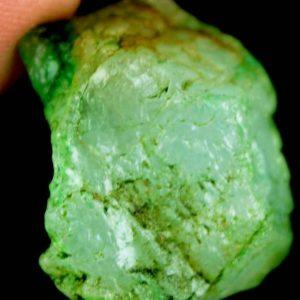 """אבן חן: אמרלד גלם לליטוש (קולומביה) תעודה 35.70 קרט מידות: 15*18*24 מ""""מ"""