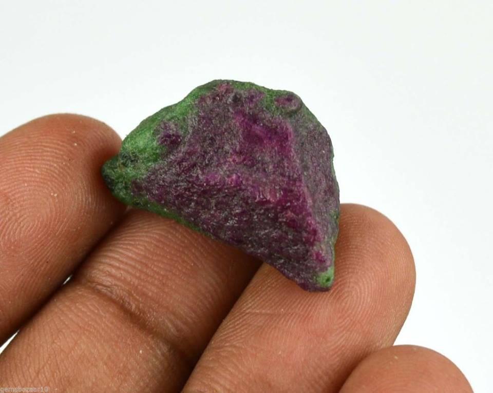 """אבן חן: רובי זוסילייט גלם לליטוש (אפריקה) 35 קרט מידות: 12*15*25 מ""""מ"""