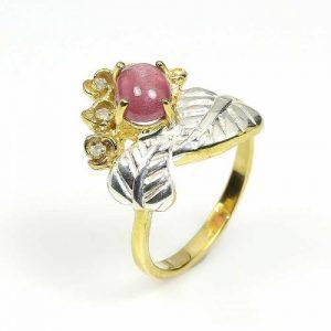 טבעת עבודת יד כסף 925 וציפוי זהב בשיבוץ אבן רובי סטר וטופז כחול (מוזמביק) מידה: 9 הטבעת: 23.55 קרט
