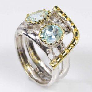 טבעת עבודת יד כסף 925 וציפוי זהב בשיבוץ אבני טופל כחול (אפריקה) מידה: 8.25 הטבעת: 27.55 קרט