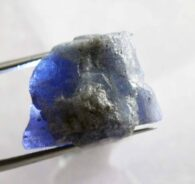 """אבן חן: טנזנייט גלם לליטוש (טנזניה) 36.30 קרט מידות: 14*15*20 מ""""מ"""