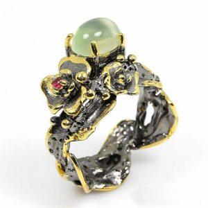 טבעת בשיבוץ פרינהייט ורובי עבודת יד כסף ציפוי זהב ורודיום שחור