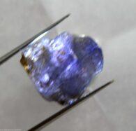 """אבן חן: טנזנייט גלם לליטוש (טנזניה) 20.35 קרט מידות: 11*15*16 מ""""מ"""