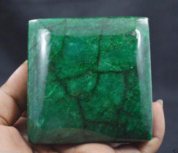 """אבן חן: אמרלד מלוטש ענק (ברזיל) 2210 קרט מידות: 36.35*72.94*74.40 מ""""מ עיצוב מרובע"""