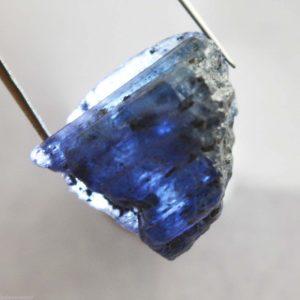 """אבן חן: טנזנייט גלם לליטוש (טנזניה) 29.50 קרט מידות: 9*14*18 מ""""מ"""