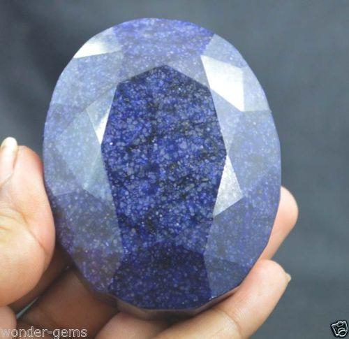 """אבן חן: ספיר מלוטש גדול (דרום אפריקה) תעודה 1420 קרט מידות: 35.61*56.30*72.65 מ""""מ"""