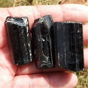 טורמלין שחור גלם איכותי משקל: 30 גרם