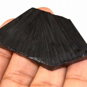 אבן חן: אוניקס שחור גלם לליטוש (ברזיל) 97 קרט