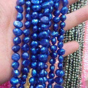 """תכשיטנות: שרשרת פנינים גוון כחול מידות: 6*7 מ""""מ"""