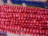 """תכשיטנות: שרשרת פנינים גוון ורוד אדום מידות: 6*7 מ""""מ"""