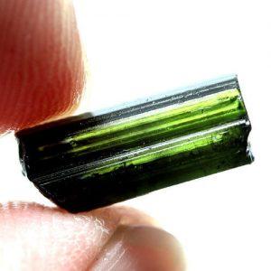 טורמלין ירוק גלם לליטוש ושיבוץ מוט 3.74 קרט