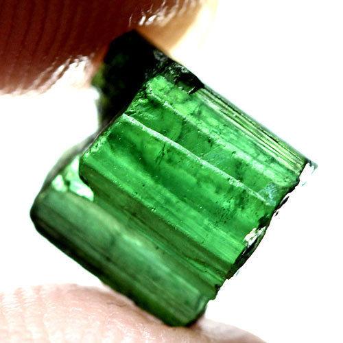 טורמלין ירוק גלם מוט לליטוש ושיבוץ 2.45 קרט