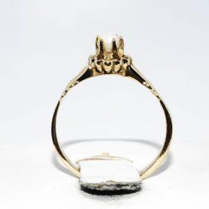 טבעת זהב 14 קרט בשיבוץ פנינה לבנה 2.90 קרט