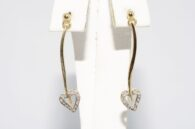 עגילי זהב צהוב בשיבוץ 6 יהלומים עיצוב לב