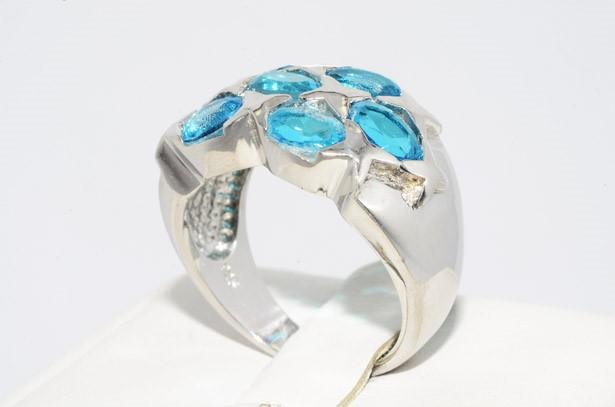 טבעת כסף בשיבוץ 5 אבני טורמלין תכלת 4.00 קרט משקל: 7.88 גרם מידה: 8.25