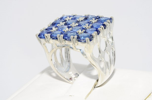 טבעת כסף בשיבוץ 16 אבני קינייט 5 קרט
