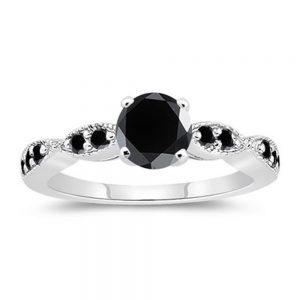 טבעת כסף בשיבוץ מואסנייט שחור 1.27 קרט מידה: 7
