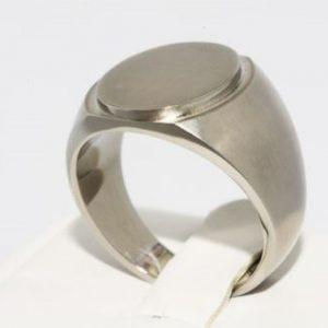 טבעת טיטניום לגבר עיצוב סולידי מידה: 10.25