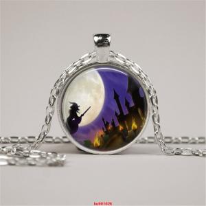 תכשיט תליון ושרשרת ויקה מוכסף סמל מכשפה לאור ירח