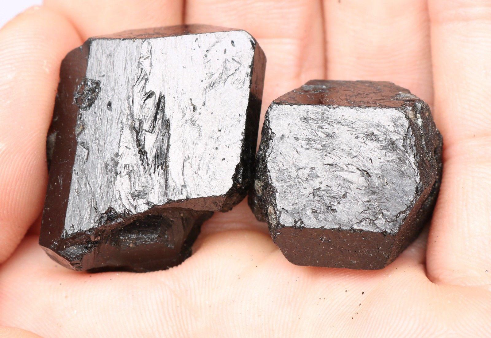 טורמלין שחור גלם משובח משקל: 22 גרם
