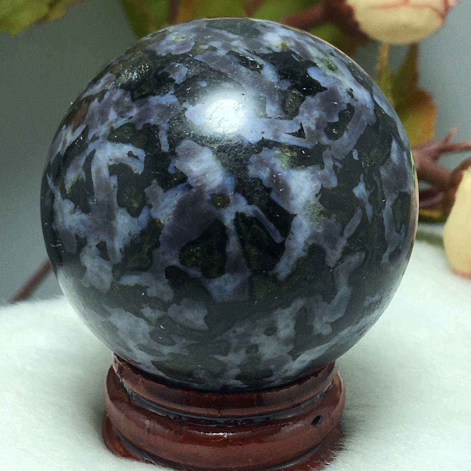 כדור דרגון סטון שחור ומעמד עץ מסוגנן משקל: 116 גרם