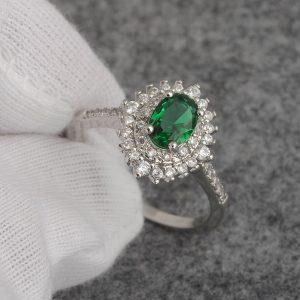 טבעת יוקרה כסף בשיבוץ אמרלד וזירקונים מידה: 7