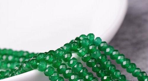 """תכשיטנות: שרשרת ג'ייד ירוק 4 מ""""מ"""
