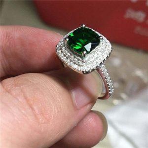 טבעת כסף בשיבוץ אמרלד וטופז לבן מידה: 8