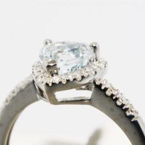 טבעת זהב לבן 10 קרט בשיבוץ אקוומרין ויהלומים מידה: 7.25 עיצוב לב