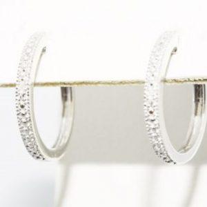עגילי כסף 925 בשיבוץ 2 יהלומים לבנים 02. קרט עיצוב: חישוק