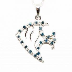 תליון ושרשרת זהב לבן בשיבוץ יהלומים כחולים עגולים 20. קרט עיצוב דג