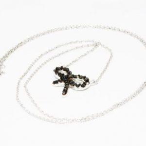 שרשרת ותליון זהב לבן בשיבוץ יהלומים שחורים 40. קרט עיצוב פרפר