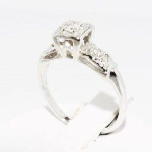 טבעת זהב לבן 14 קרט בשיבוץ יהלומים לבנים מידה: 4.5