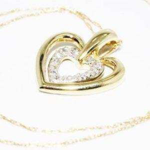 תליון ושרשרת זהב צהוב 10 קרט בשיבוץ 7 יהלומים לבנים 07. קרט עיצוב לבבות