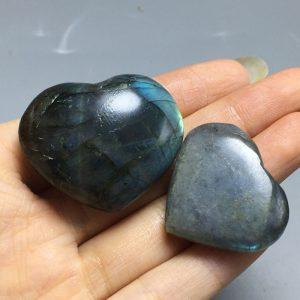 לב מאבן לברדורייט במשקל: 20 גרם