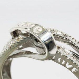 טבעת כסף 925 בשיבוץ יהלומים לבנים 10. קרט כיתוב LOVE